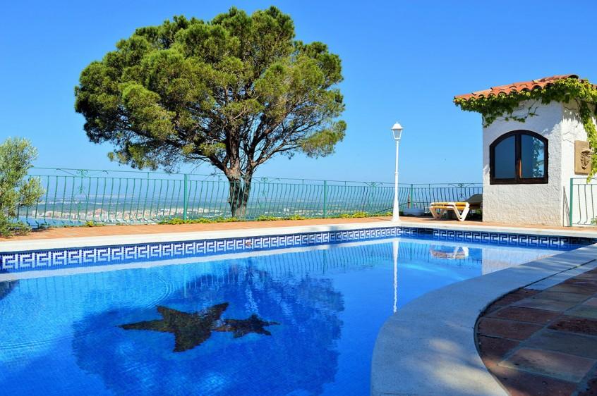 How to train pool maintenance - Pool & Spa Service Liability Insurance